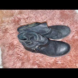 Black shoe booties